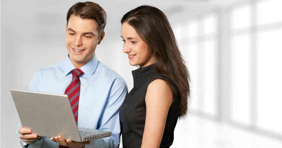 muskarac i zena na poslovnom razgovoru