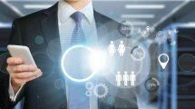 biznismen komunicira modernim tehnologijama