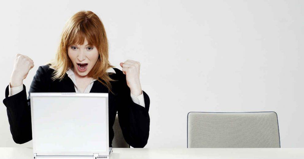 reakcija poslovne zene na dobre vesti