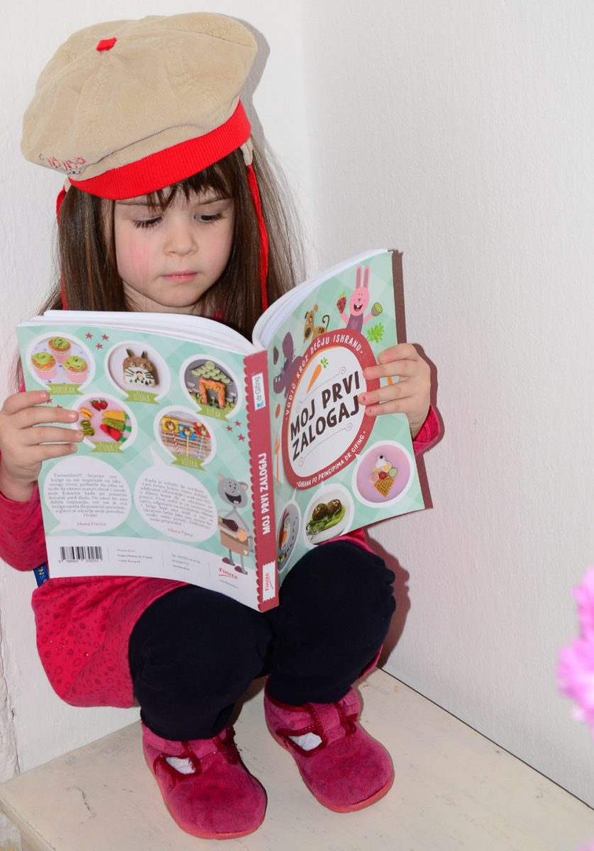 Milica čita knigu MPZ