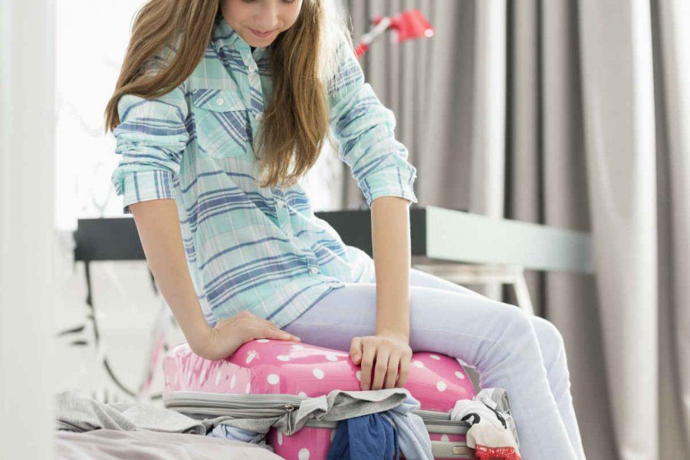 devojčica se pakuje