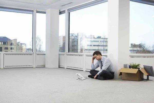 lik u praznoj kancelariji