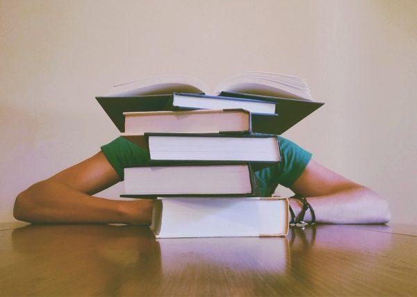 muskarac-knjige-ucenje