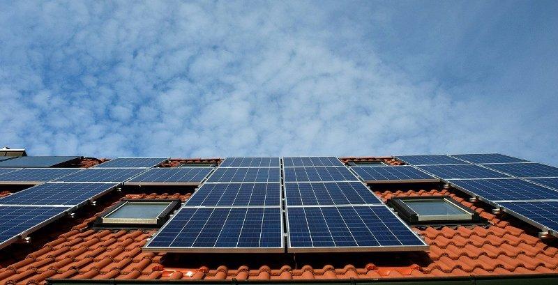 solarni-paneli-krov